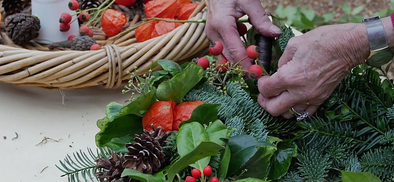 How to make a home-grown Christmas wreath