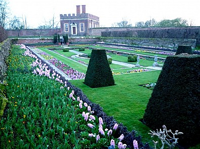 Hampton Court Palace, London – Spring Event – Thursday 18 April